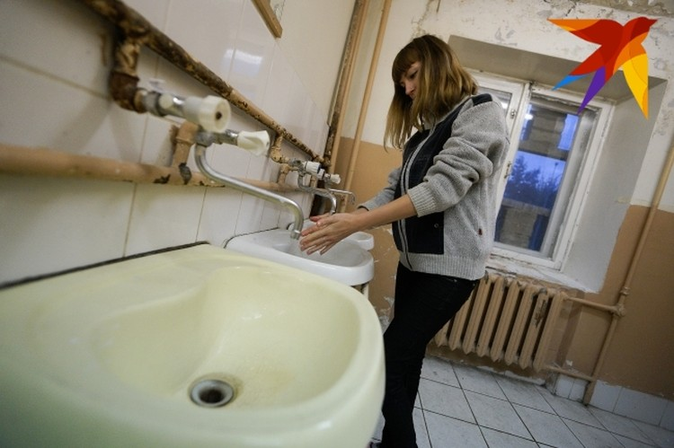 Специалисты рекомендуют мыть руки после посещения общественных мест