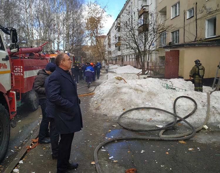 На место ЧП приехал мэр Перми Дмитрий Самойлов.