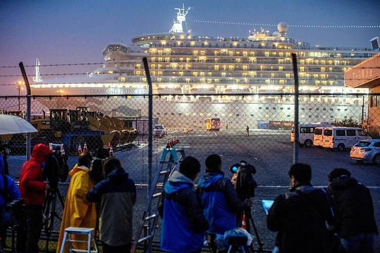 На лайнере Diamond Princess заперли всех, и заразились 700 человек. Подержали бы еще две недели, все были слегли