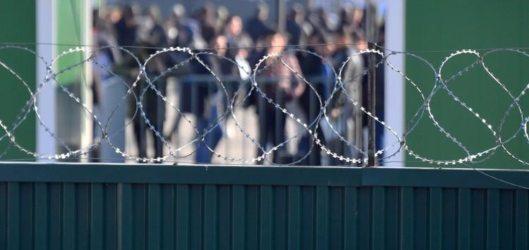 Недалеко от поселка Сахарово, что в тридцати километрах от подмосковного Подольска, стоит мощное сооружение, окруженное железным забором и колючей проволокой.