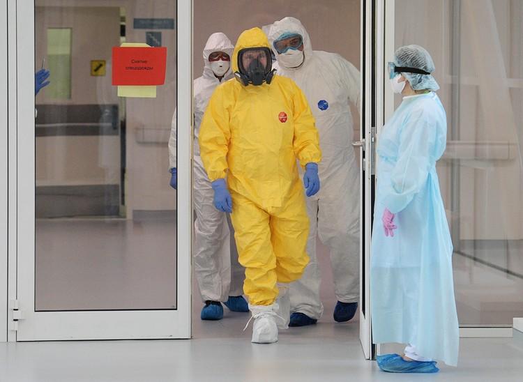 Президент проинспектировал форпост борьбы с эпидемией и пообщался с врачами. Фото: Алексей Дружинин/ТАСС