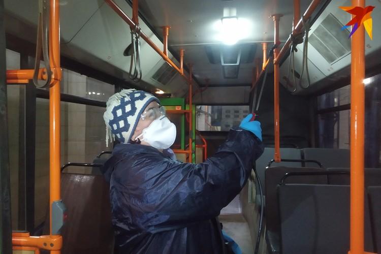 Автобусы опрыскивают минимум дважды в сутки.