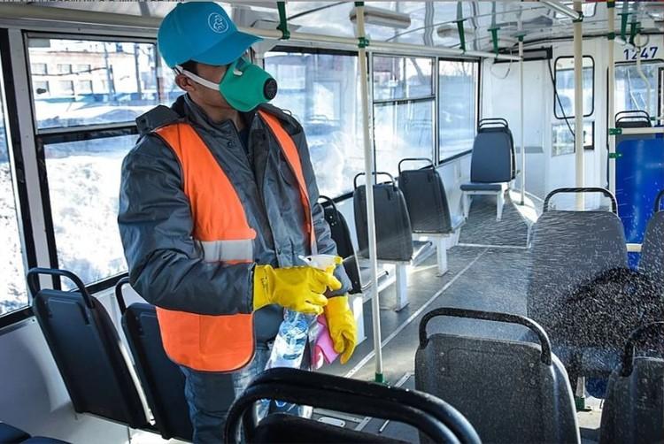 В мэрии заявили, что муниципальный общественный транспорт обрабатывается трижды в день.