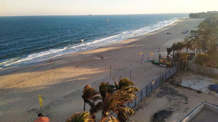 Людей на пляжах практически нет. Фото: Александр ОРЛОВ.
