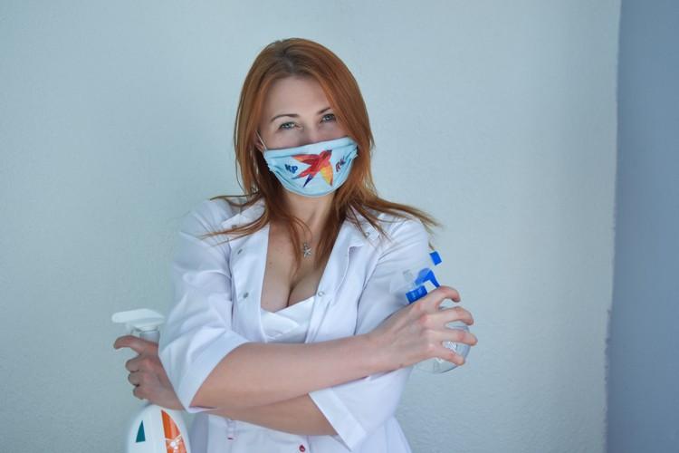 Не забывайте обрабатывать антисептиком поверхности дома и на работе.