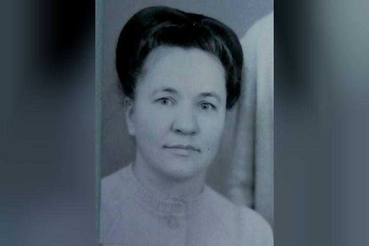 Биологическая мама Нины - увы, ее она смогла увидеть только на старых снимках. Фото: личный архив.