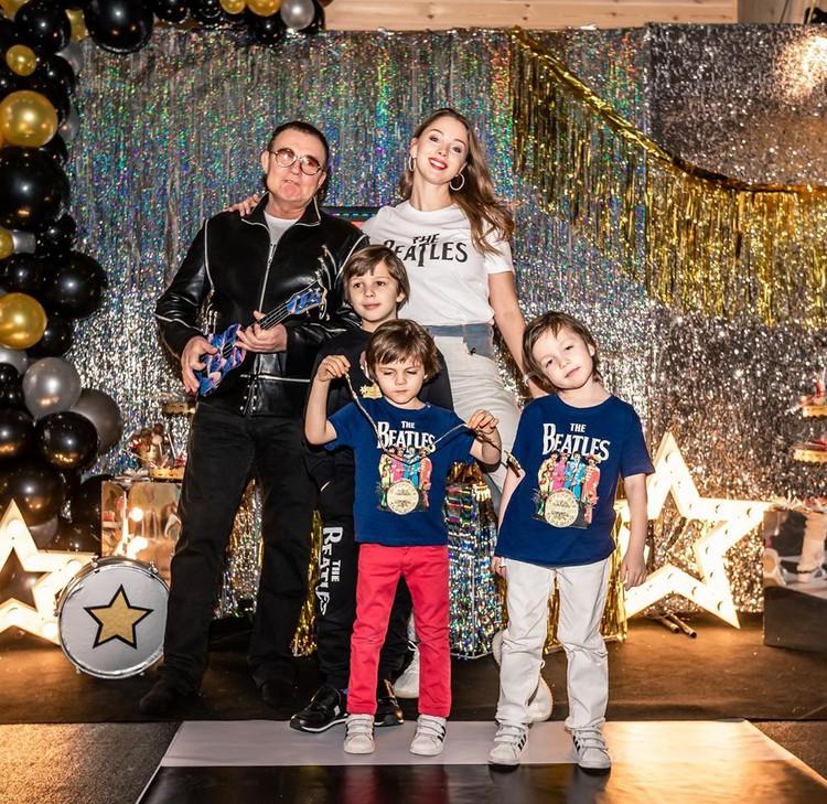 Дибров с женой и сыновьями