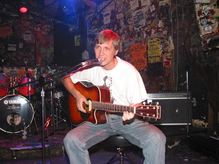 Максим Соколов когда-то играл в челябинской группе «Пустые Хлопоты».