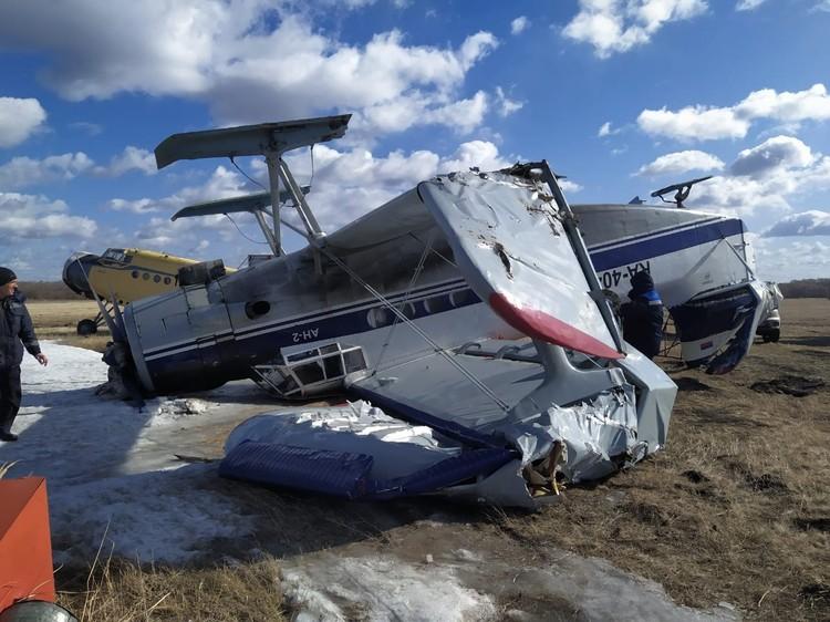 На аэродроме в Марьяновке разбился плохо закрепленный на земле самолет. Фото: «Голос Омска»