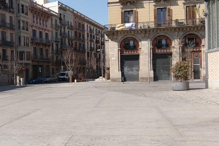 Площадь - это богемный район и музей, там куча кафешек, где места невозможно было найти. Фото: Оксана Василенко