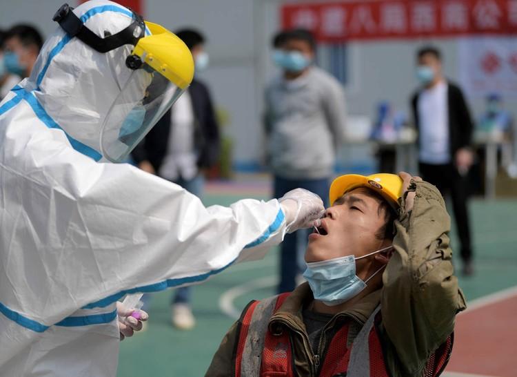 В середине января, когда весь мир наблюдал за борьбой Китая с коронавирусной инфекцией, в прессе активно муссировались слухи, что COVID-2019 не что иное, как этнобиологическое оружие.
