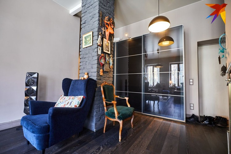 Двухкомнатная квартира площадью 52 квадратных метра расположена на улице Первомайской.