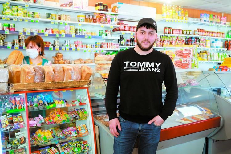 26-летний предприниматель Джавид Тагиев бескорыстно раздает хлеб всем нуждающимся.