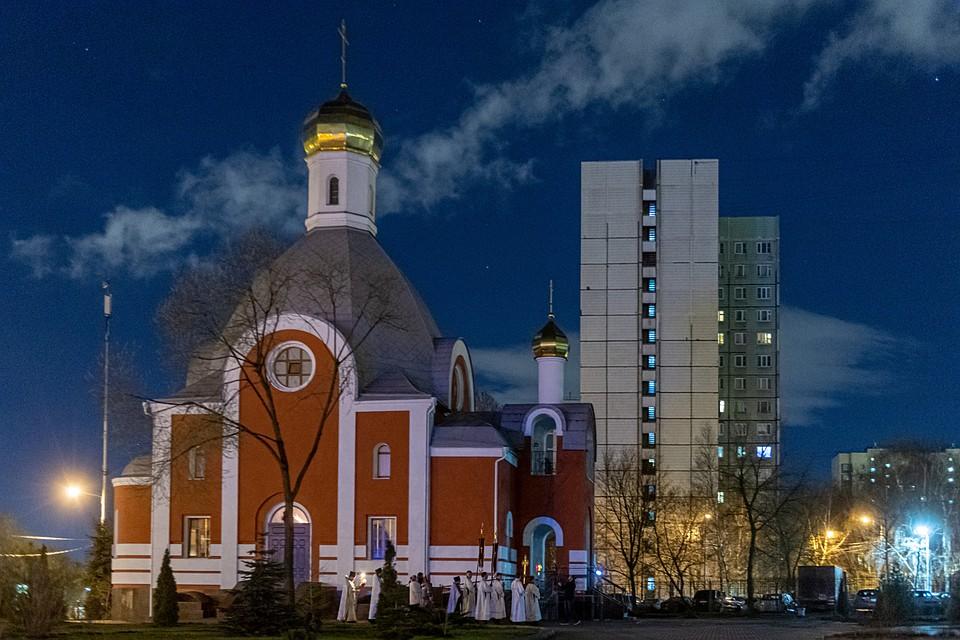 Пасхальная служба в Храме Входа Господня в Иерусалим в Москве. Фото: Михаил ФРОЛОВ