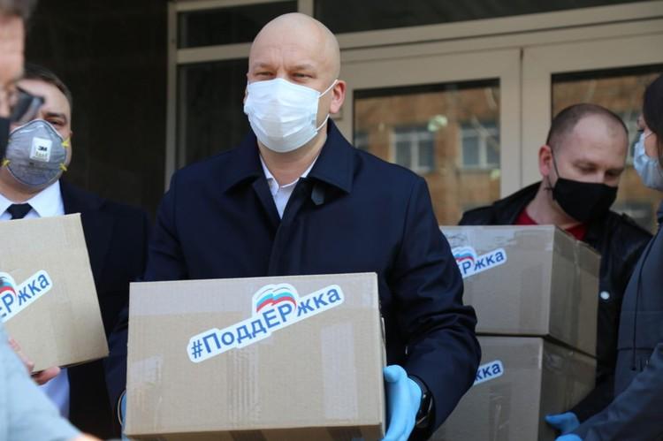 Фото: Олег Гарин во время режима самоизоляции ведет волонтерскую деятельность