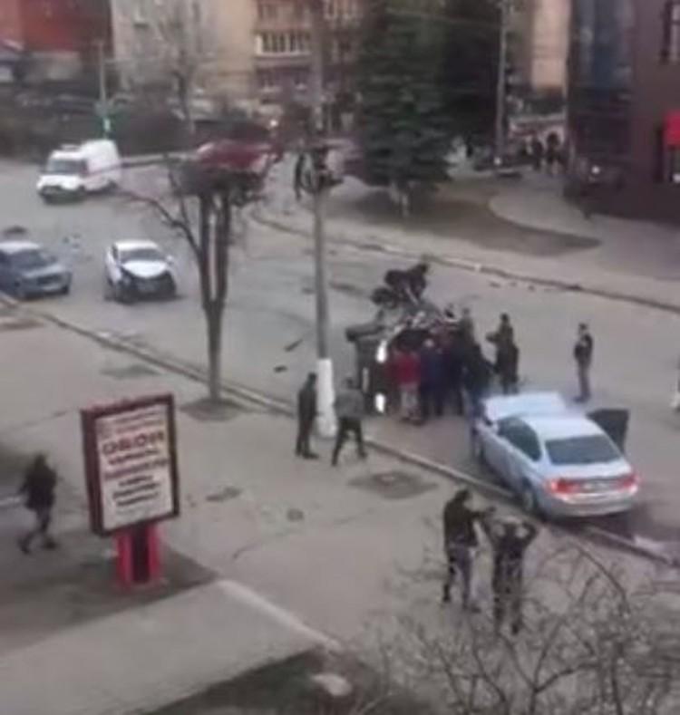 """Кадр из видео из группы """"Подслушано у автомобилистов Владимир"""""""