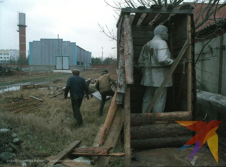 В Краснодаре в начале 90 х один из снесенных памятников