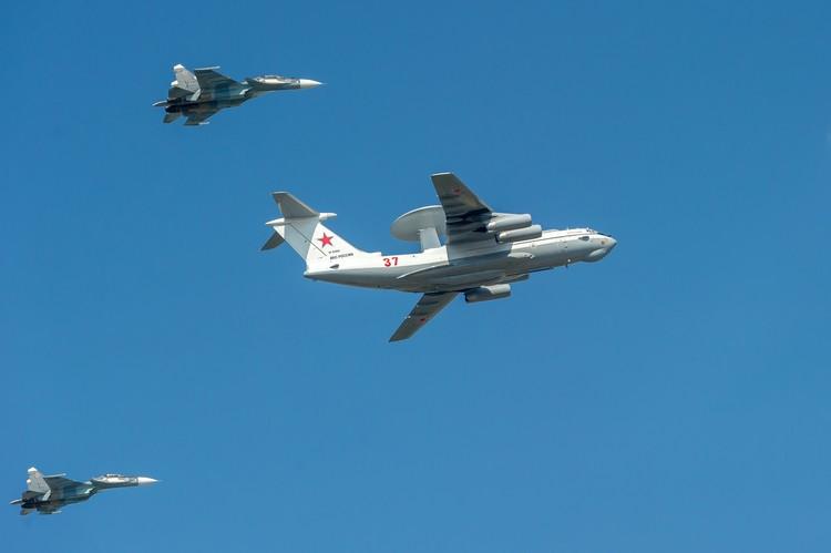 В небо поднимутся боле 1000 самолетов