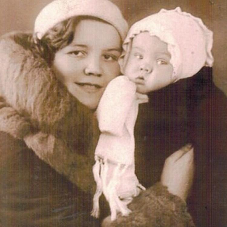Супруга Сергея Довгалюка Елизавета с ребенком. Фото: Краеведческий музей Тярлево