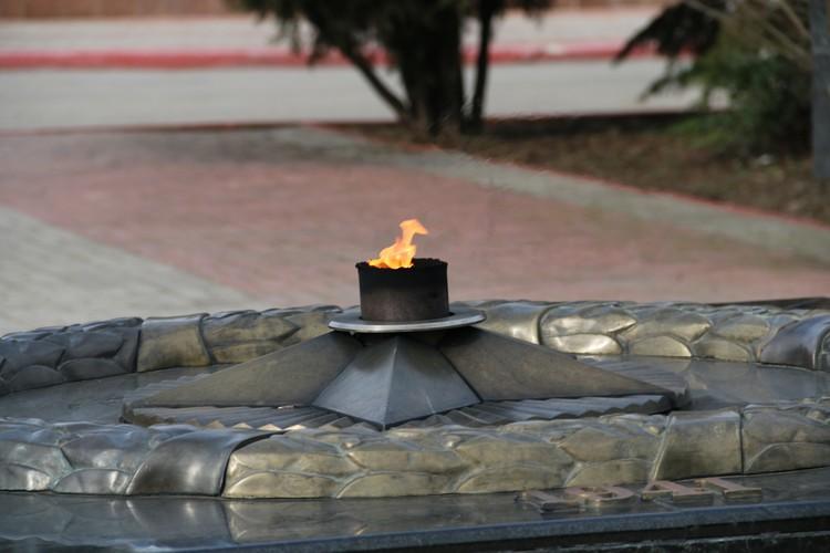 Вечный огонь в центре Керчи