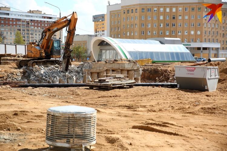 На перекрестке улиц Воронянского и Жуковского заняты реконструкцией последней.