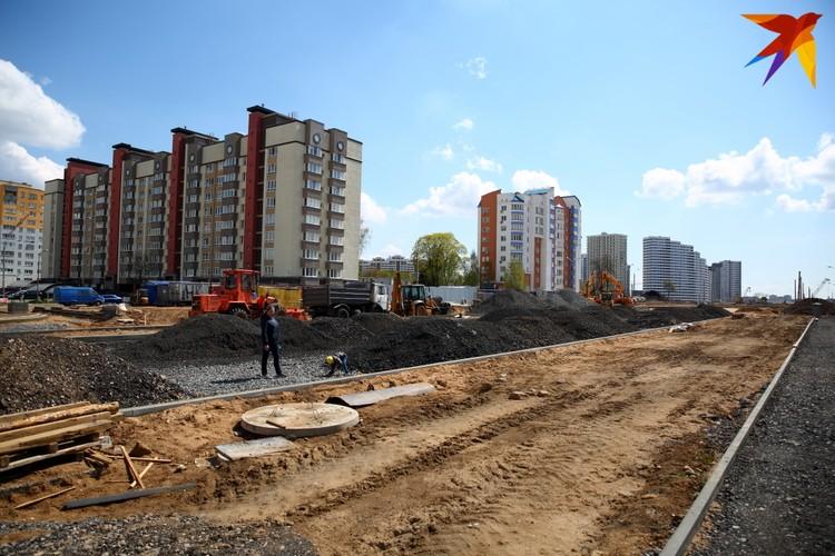 """Вдалеке виднеются новостройки """"Минск-Мира"""" - у этого комплекса появится одна из станций следующей очереди."""