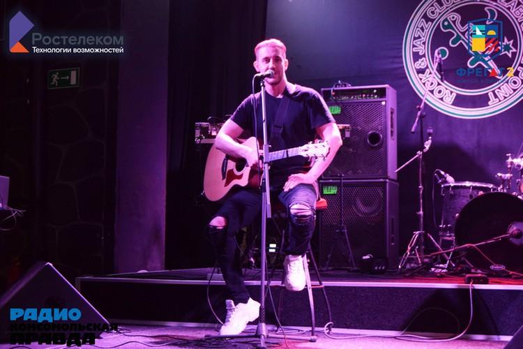 """Во время концерта Михаил рассказал, почему группа называется """"Ураган"""""""