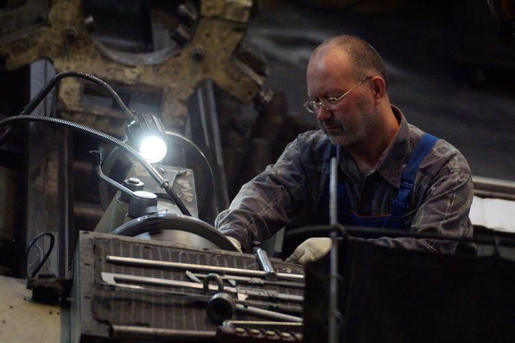 В сфере производства на госпортале сейчас более 300 тысяч вакансий, нужны слесари, токари, фрезеровщики, электромонтажники