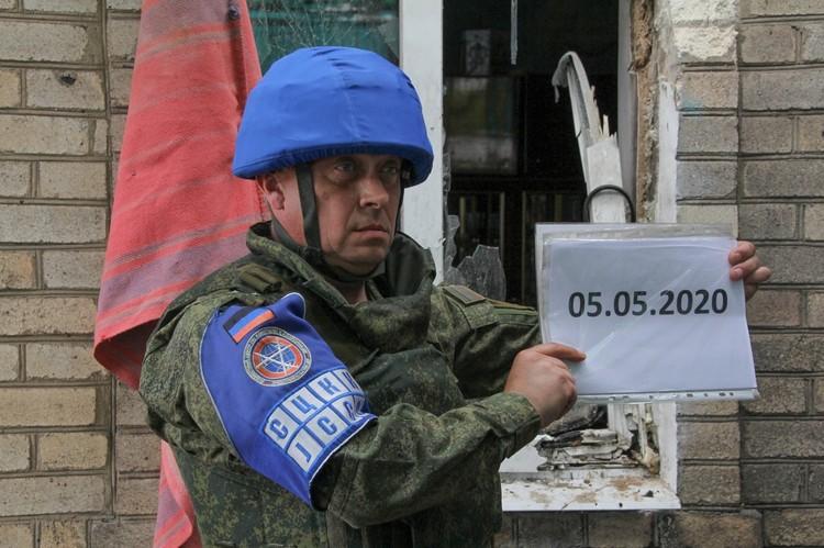 Для фиксации разрушений на место прибыли представители Донецкой Народной Республики в Совместном центре по контролю и координации режима прекращения огня