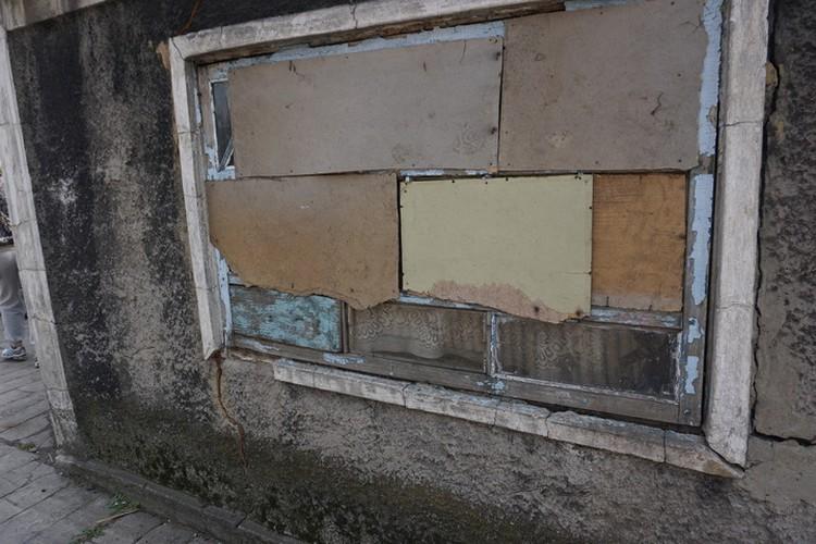 Окна дома Гончаровых, тут так у многих.