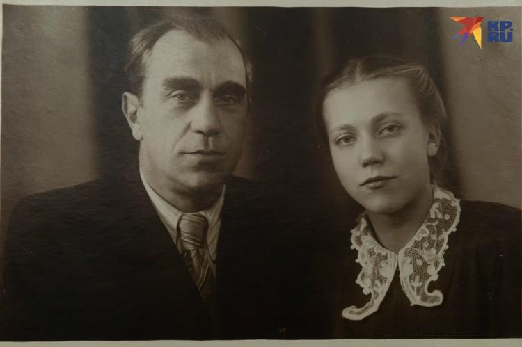 Регина с отцом, 50-е. Фото: Из семейного архива. Пересъемка: Олег ЗОЛОТО