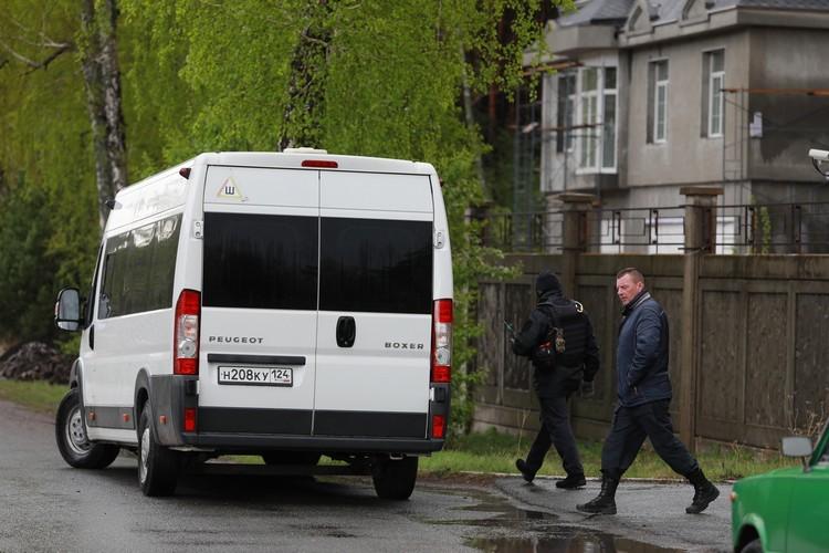 """В доме Анатолия Быкова в """"Соснах"""" работают следователи"""