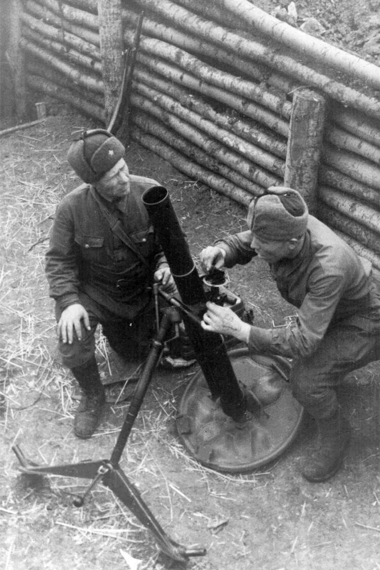 Под Москвой в 1941 г. Фото: ГАНО: Ф. Р-2371. Оп. 1. Д. 177. Л. 14.