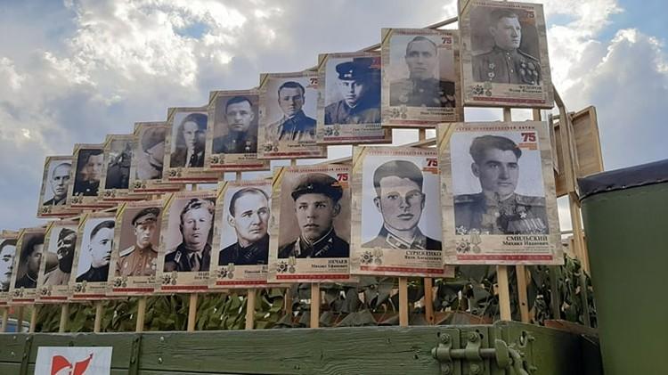 Бессмертный полк из 127 героев Советского Союза, защищавших Сталинград.