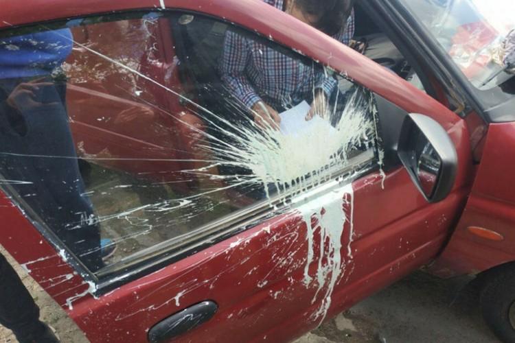В одном из районов города неизвестные забросали краской четыре автомобиля. Фото: ГУНП в Донецкой области
