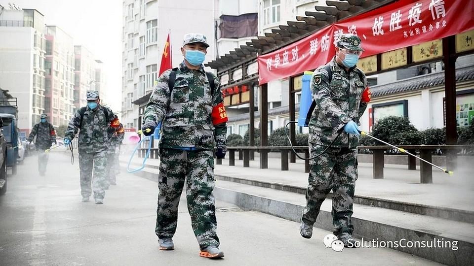 Сейчас о вирусе напоминают люди в масках и проверка температуры везде. Фото: vk.com/idsaddam_11