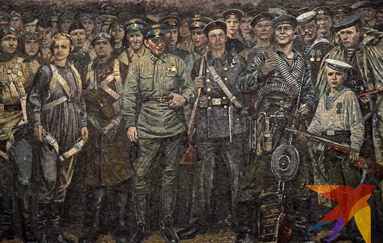 С огромного фриза смотрят на нас сотни глаз тех безвестных простых солдат, офицеров, ополченцев