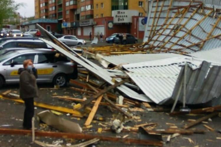 Дороги завалены обломками крыш и рекламных конструкций. Фото: администрация Читы.