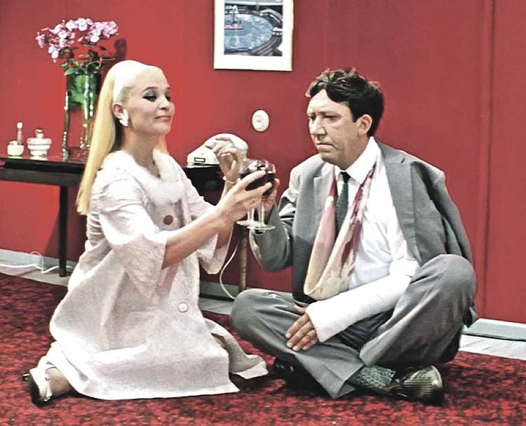 Пожалуй, самая узнаваемая роль Светланы Светличной - блондинка из «Бриллиантовой руки». Фото: Кадр из фильма.