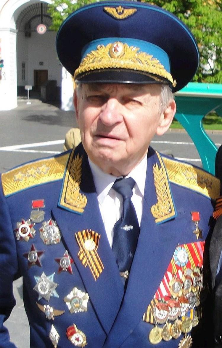 Василий Васильевич Решетников.