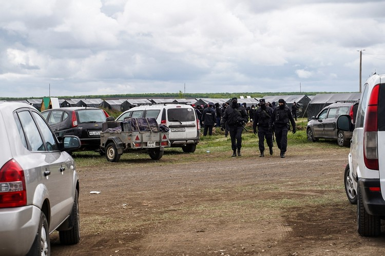 Десятки машин придется оставить в России, а после открытия границ вернуться за ними