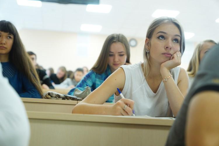 Руководство вузов должно обратить внимание на просьбы студентов об отсрочке оплаты, и о снижении стоимости за обучение.
