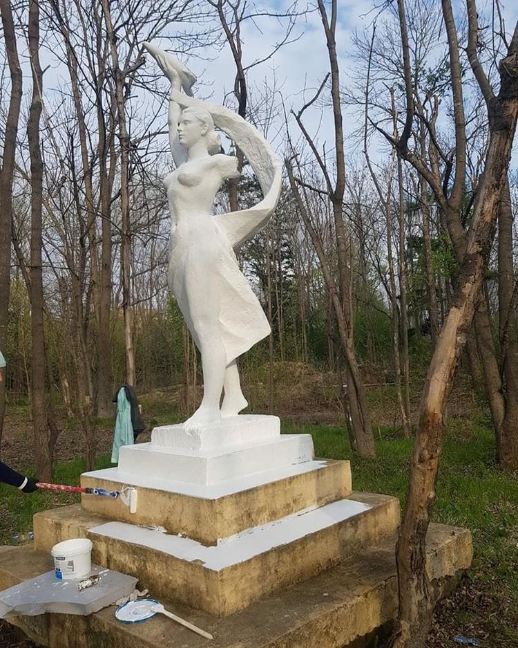 Ближе к осени Надежда хочет полностью восстановить эту статую, но нужна помощь добровольцев