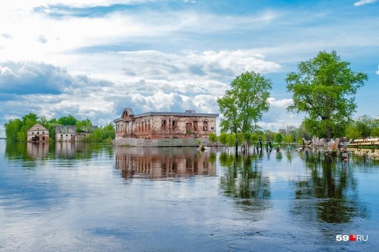 Фото: Тимофей Калмаков. Строгановские палаты во время наводнения