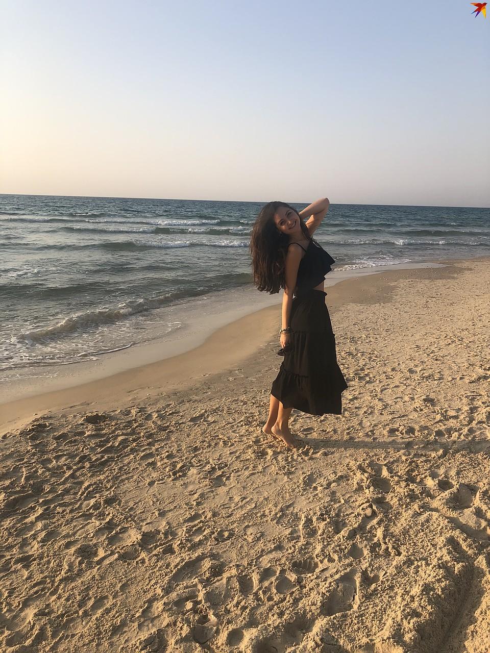 C 20 мая в Израиле открылись пляжи. Свой первый выходной на воздухе Галя провела именно там. Фото: личный архив.