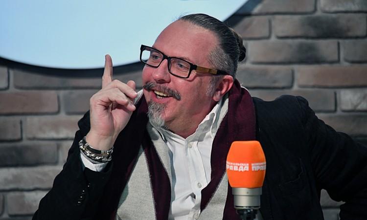 В эфире программы «Культурный код» на Радио «КП» в конфликте разбирался наш ведущий — театральный режиссер Юрий Грымов
