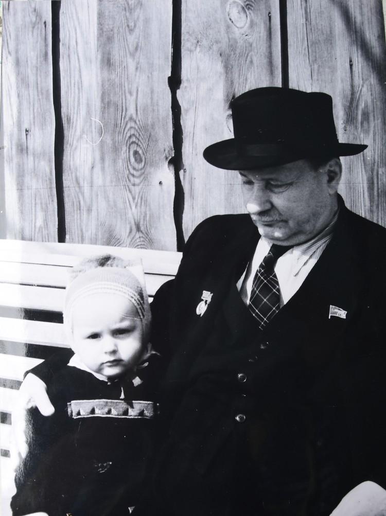 Такое фото Якуба Коласа, снятое его младшим сыном, можно встретить во многих изданиях о поэте.