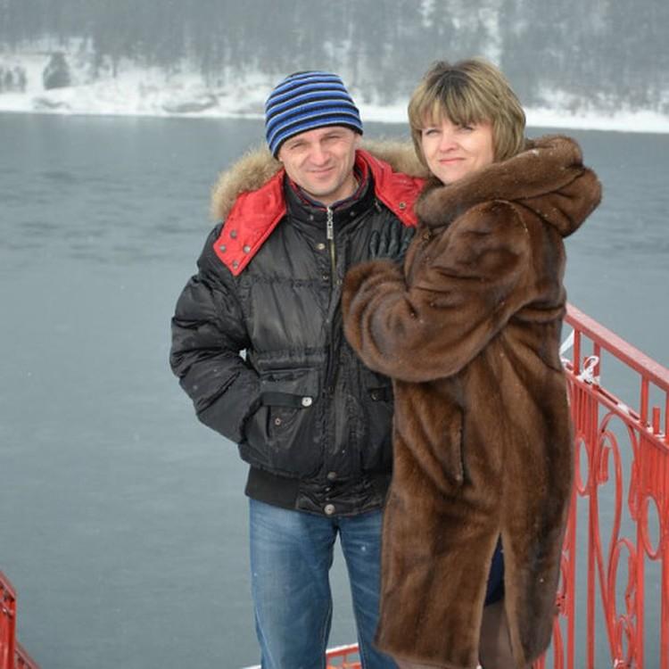Ирина с родным братом Сергеем, они вместе ищут Владимира. Фото: личный архив.