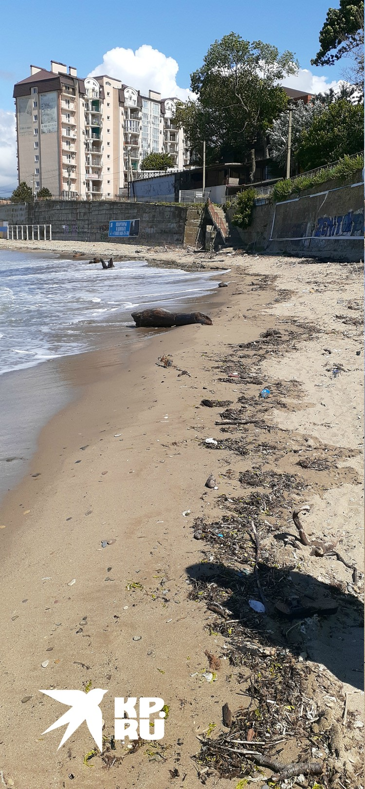 Зачем чистить пляж, если на нем некому отдыхать