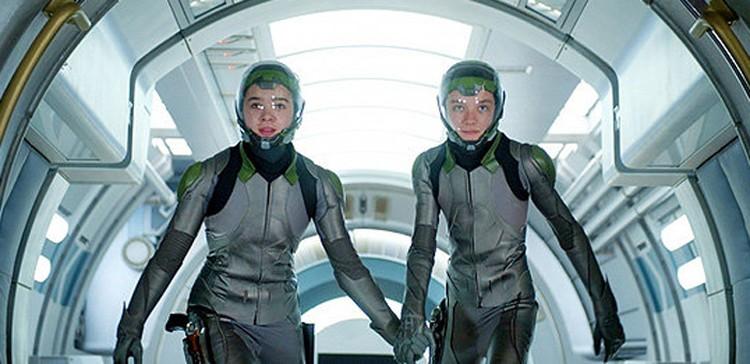 Форма шлема в скафандрах Маска вам не напоминает шлемы из фантастического фильма Игра Эндера?